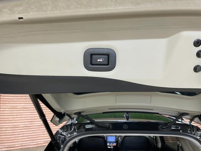20X ブラックエクストリーマーX セミグロスブラック塗装(グリル・ルーフレール・エンブレム・バックドアガーニッシュ)マッドスターラジアルM/T新品タイヤ 純正SDナビ バックカメラ ETC 前席シートヒーター パワーバックドア(9枚目)
