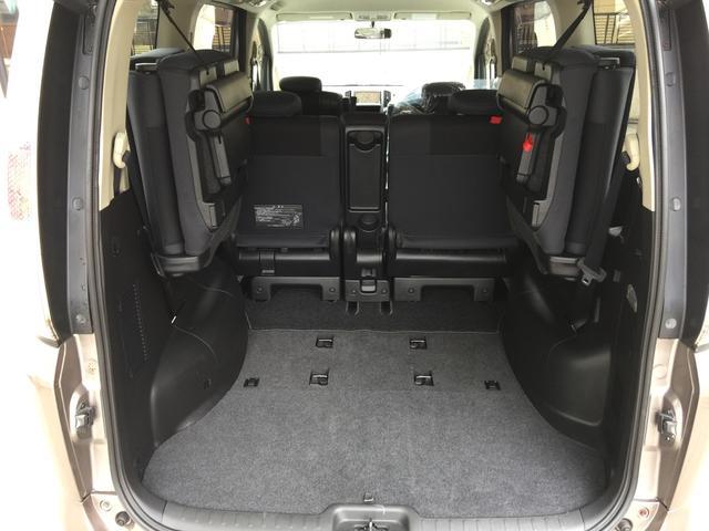 3でサードシートを収納して広々荷室!!