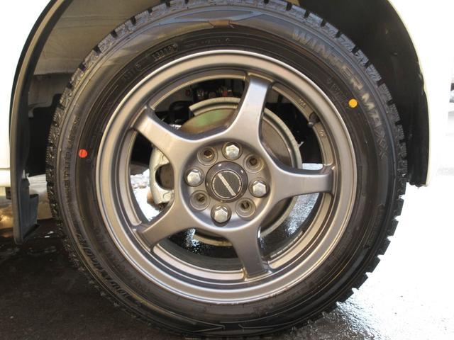現状スタッドレスタイヤを装着していますが純正サマータイヤも付属いたします