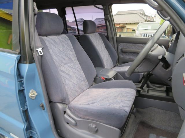 内装はオリジナルのままでシートカバーもしておりません。