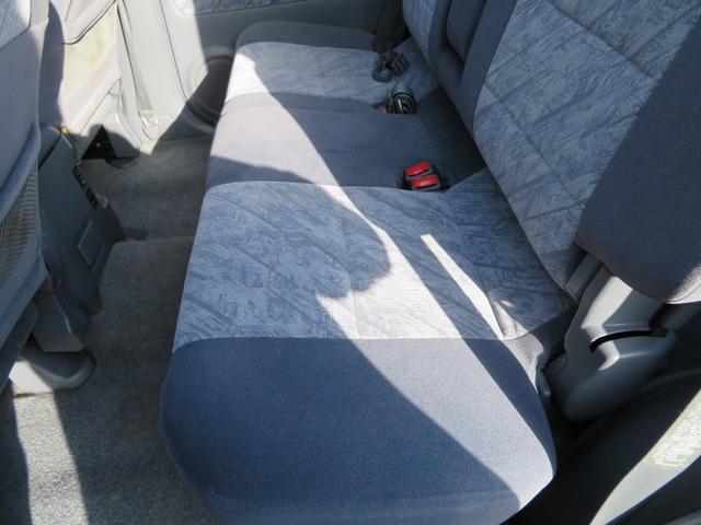 セカンドシート助手席側座面になります。