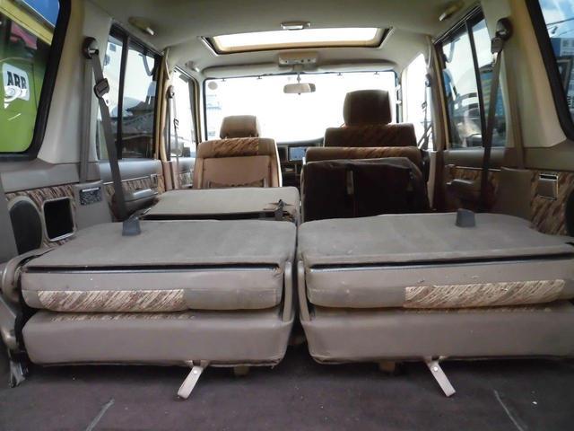 リアシートもへたりもなくきれいなシート状態です。前オーナーさんが大切に乗っていたのがわかります。横このタイプの車は汚れがいっぱいのイメージがないですか?でもお車は違います!