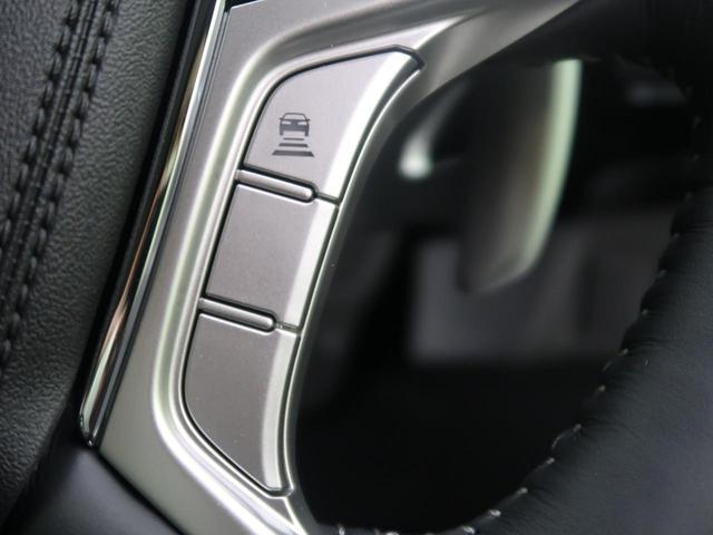 ミリ波レーダーと単眼カメラを融合した高精度な検知機能を持つ衝突軽減ブレーキ。前走車や対向車、歩行者にも作動し、対向車の場合にはステアリング振動による体感警報などによって、回避操作を促します