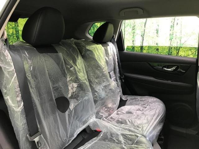 『セカンドシートだって窮屈な思いはさせません!足元までしっかりスペースを確保できています!!大人でも快適に乗って頂けます♪』