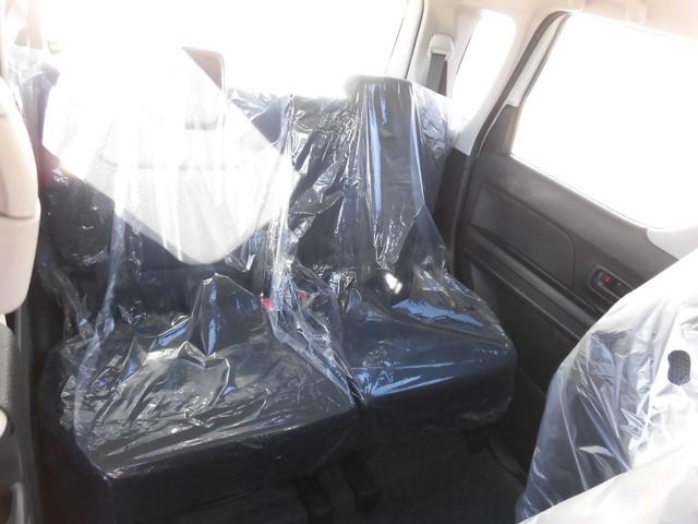 後部座席も大人がゆったり座る事が出来るサイズとなっております!