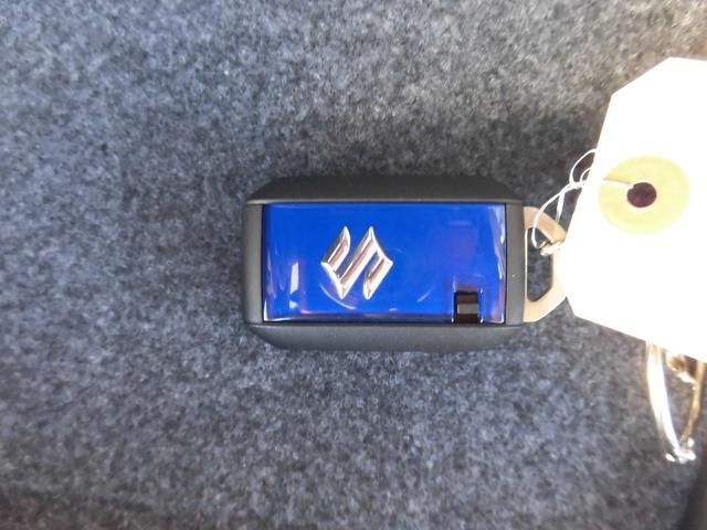 裏面も大きなSのマークに青のパネルになっております。