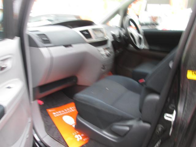 Z 4WD スライドD アルミ 8人乗ミニバン(11枚目)
