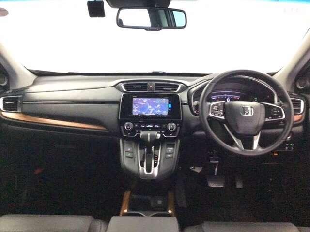 【前方視界】開放的な前方視界!運転がしやすく疲れにくいです♪大きな窓で見晴らしが良く、とっても運転しやすいおクルマです♪
