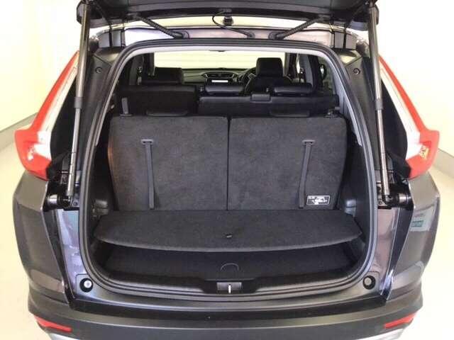 大開口部で積み降ろししやすい荷室は3列満員乗車でも日常のお買い物をしっかり積み込めます。