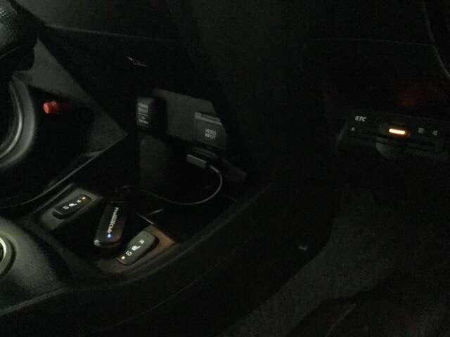 ナビプレミアムセレクション インテリキー DVD再生 シートヒータ 1セグ アルミ CD ナビTV HDDナビ ETC アイドリングストップ 横滑り防止 盗難防止システム ディスチャージライト Bモニタ キーフリ ABS(13枚目)