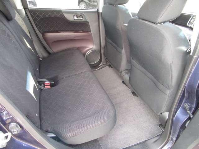 後席も余裕の広さ!ゆったりくつろげます!!これなら長距離ドライブも問題ありません