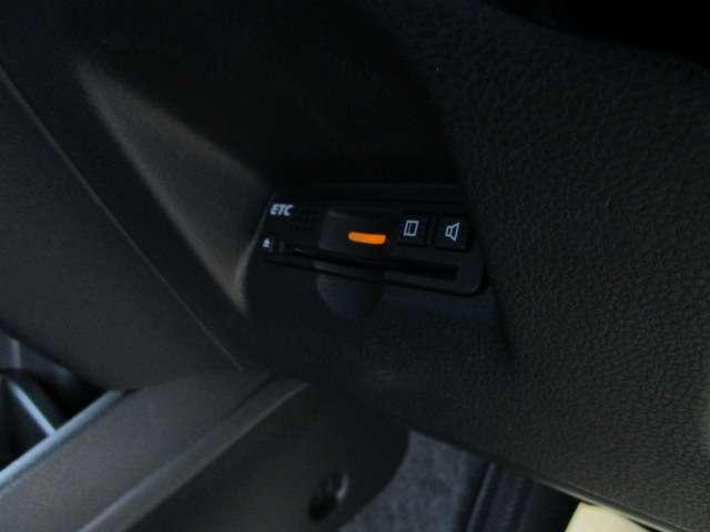 L 4WD メモリーナビ ワンセグTV 本革巻ステアリングホイール ETC HIDヘッドライト ABS エアバッグ 寒冷地仕様 電動格納ミラー コンパクトカー(14枚目)