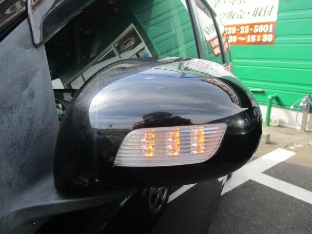 ウィンカーミラーが装備されております!存在感がありますし、見た目がかっこよくなる人気の装備の一つです!ウィンカーに連動して光りますので、走行中だと周りの車への分かりやすいアピールにもなります!