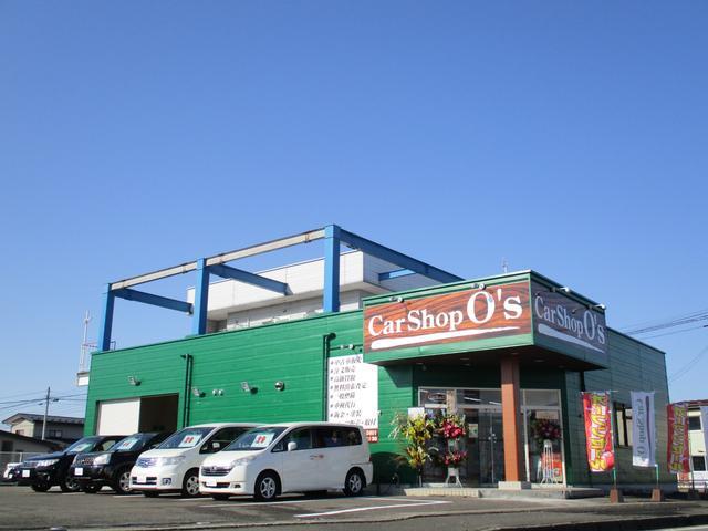 緑色の建物と木目の看板の店舗となりますので、目立つ配色になっております!駐車スペースも広いです!近所には「居酒屋さん、カラオケ屋さん、ホルモン屋さん、大型コインランドリーさん」などがあります!