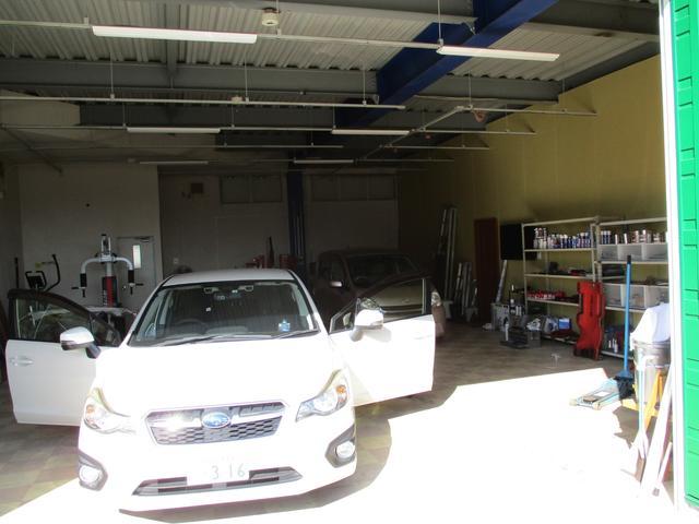 国家資格所有整備士がいる整備工場が店舗に隣接しておりますので、スピーディーに作業に対応できます!お車の「修理・整備・車検・パーツ取付」などなどお気軽にご相談下さい!