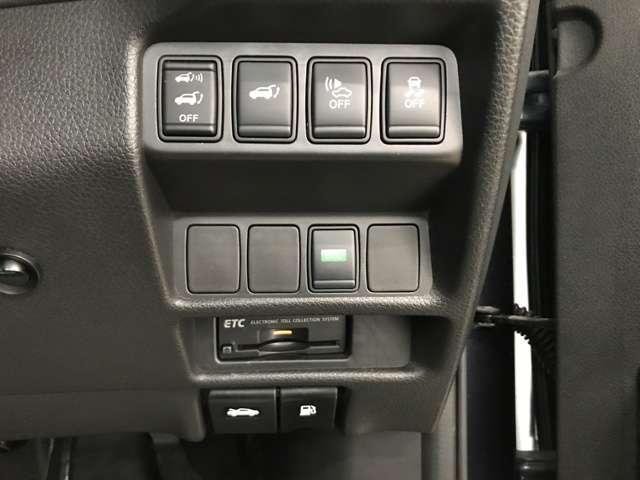 20X ハイブリッド エマージェンシーブレーキP 4WD 衝突被害軽減ブレーキ ナビ フルセグ Bluetooth アラウンドモニター パークアシスト クルーズコントロール パワーテールゲート ルーフレール LEDヘットライトト ETC スマートキー(4枚目)