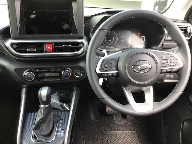 オートエアコン標準装備なので一年中快適な室内空間でドライブができます。シートヒーターも両席標準で付いています。腰痛持ちの方には必須の装備ですよ(o^―^o)ニコ