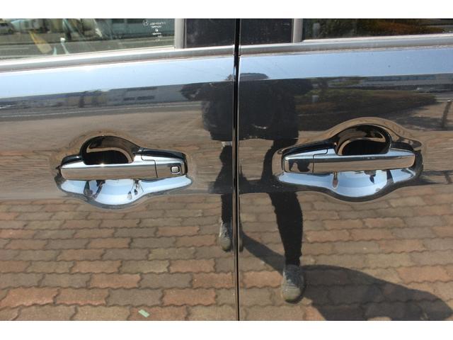 軽自動車天国、大きな「べーやん」の看板が目印です。 雨の日も安心してお車選びが出来ます。