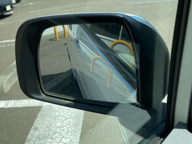 メモリアルエディション 特別仕様車 純正CDデッキ 電格ミラ- 盗難防止装置 ヘッドライトレベライザ- ウィンカ-ミラ- 禁煙車 リバ-ス連動ミラ- メッキ調フロントグリル マッドフラップ(16枚目)