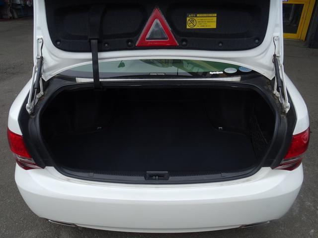 トランクにはイージークローザー(半ドア防止)が標準装備です!
