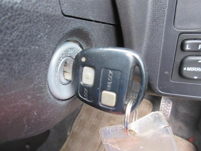 カスタム 4WD 純正オーディオ フォグライト キーレス 電動格納式ドアミラー ライトレベライザー 社外アルミ 盗難防止装置(12枚目)