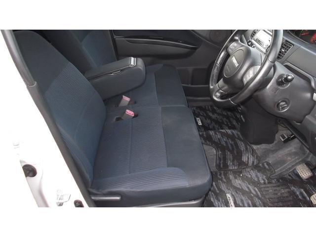 運転席のシートですが、綺麗なシートです。