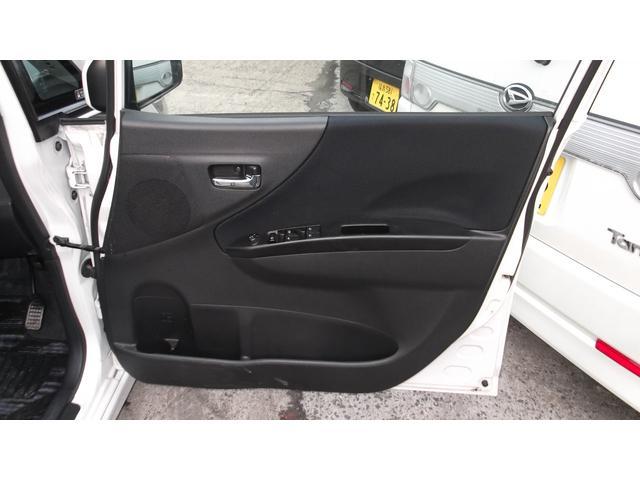 運転席のドア内張りです。綺麗な内張りです。 パワーウィンドウスイッチも動作確認済みです。