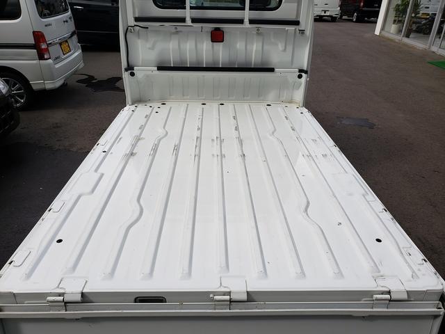 KCエアコン・パワステ 4WD 誕生50年記念車 KCリミテッド 4インチリフトアップ 15インチアルミ オープンカントリー 社外ステアリング 社外シフトノブ 社外テールレンズ 高低2段切替式 大型LEDライト アゲトラ(9枚目)