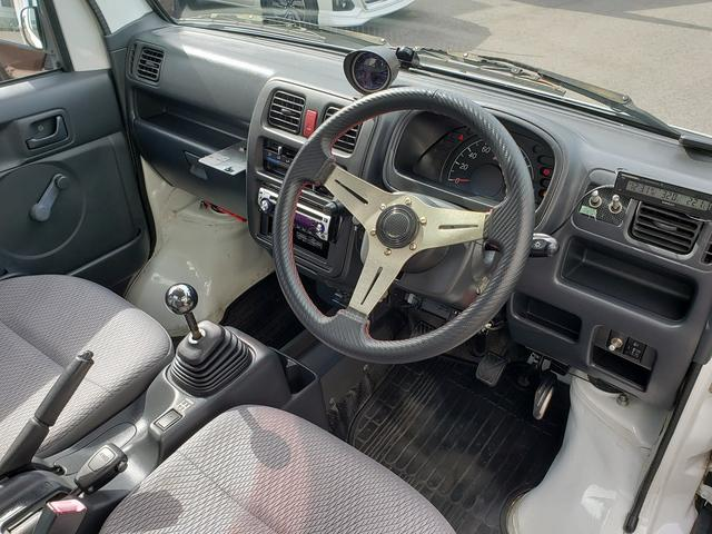 KCエアコン・パワステ 4WD 誕生50年記念車 KCリミテッド 4インチリフトアップ 15インチアルミ オープンカントリー 社外ステアリング 社外シフトノブ 社外テールレンズ 高低2段切替式 大型LEDライト アゲトラ(18枚目)