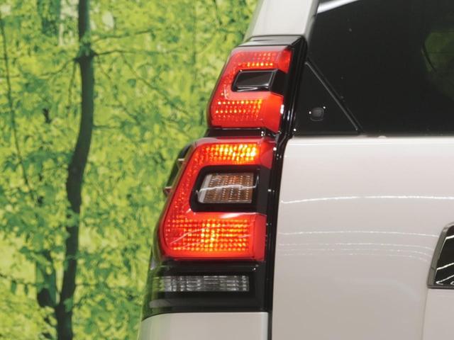 TX Lパッケージ・ブラックエディション 登録済未使用車 現行型 衝突軽減 レーダークルーズ ムーンルーフ 本革シート 専用18インチアルミホイール ルーフレール 前席パワーシート シートヒーター クリアランスソナー LEDヘッド(23枚目)