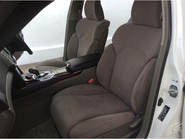 フロントシートもシミ・汚れなどは無くキレイです。