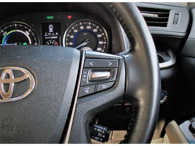 ステアリングには様々なスイッチが付いておりますので運転しながらの操作も楽ちんです!!