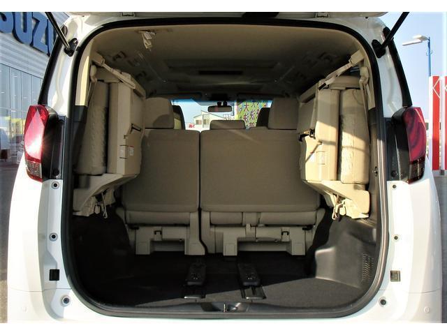 座席シートを上げるともっとたくさんの荷物を積む事ができます!
