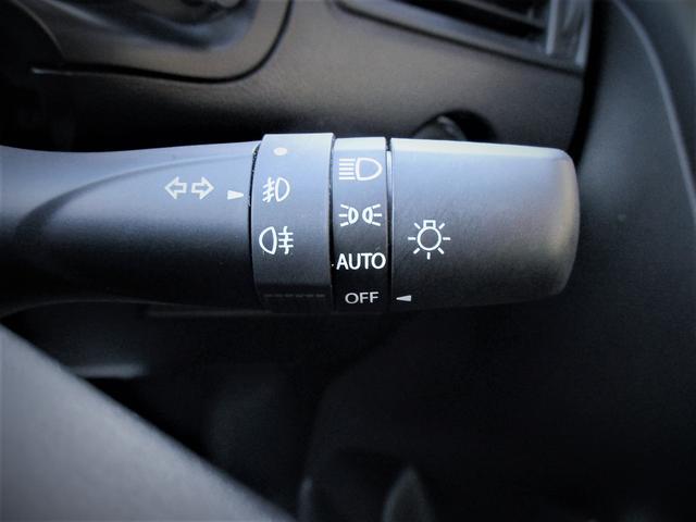 オートライト搭載なので暗くなると自動でライトが付いて便利です!対向車への視認性も向上するので安全面もUPしますね♪