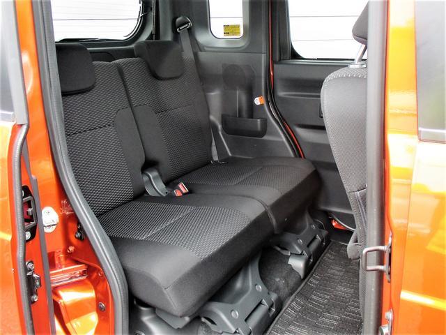 後席シートも足元が広くゆったりとした空間ですので長距離ドライブも快適ですね♪