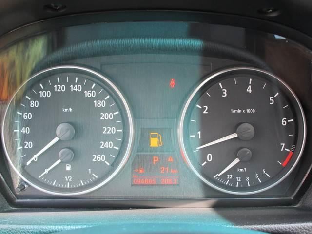 330xi 4WD 左ハンドル クルコン 革シート ETC(5枚目)