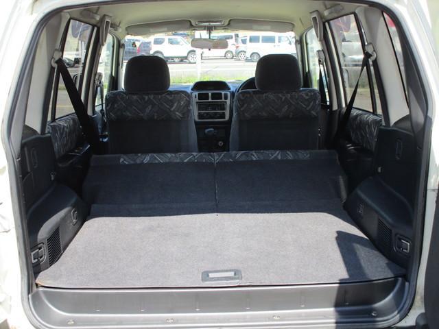 後部座席を折りたたむと広いスペースが確保できます。ある程度の高さのあるもの、長いものなど、荷室に不満は出てこないでしょう。