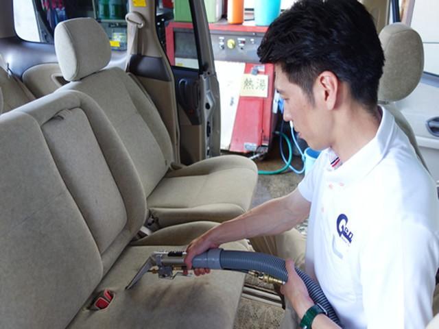 21.シートの汚れもシート洗浄機を使って丁寧に洗浄しています。仕上がりは、大変多くのお客様にご満足頂いております。