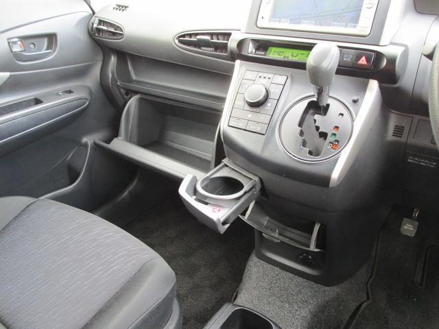 助手席側やインパネにも収納スペースが充実しています!車検証入れやお気に入りのCDやDVDなんかを入れておいても良いかもしれませんね♪