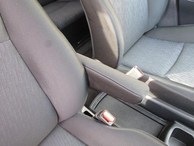 運転席に肘掛けが備わっています。ロングドライブでも疲れにくいですよ!