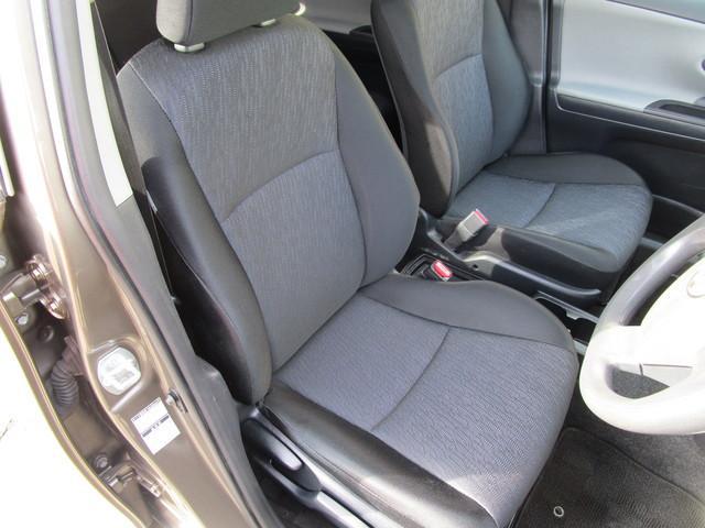 運転席のシートは大きな汚れやヘタレもなくキレイな状態です!