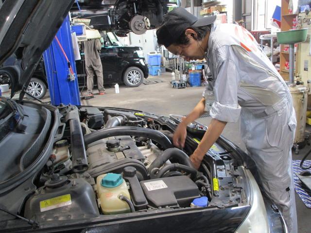 15.故障のお車も納車のお車も、細かいところまでしっかりと点検・整備しております!
