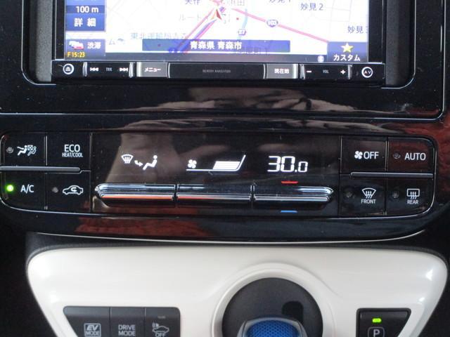 感覚的にも使いやすいエアコンパネルです。オートエアコン機能も付いていますので、室内温度を設定しておけば快適そのもの!