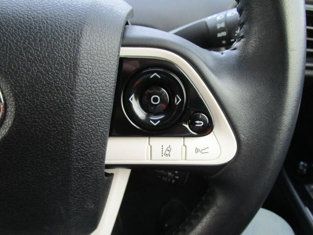 アクセル操作なしでも車が自動でスピードを保つクルーズコントロール機能付き!