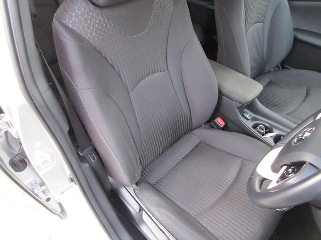 運転席のシートです。大きな汚れやヘタレもなくキレイな状態ですよ!
