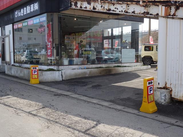 04.駐車場は店舗側に2台分。そして…