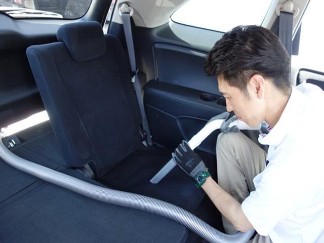 20.納車するお車は細かい隅々まで清掃致します。臭いが気になるお客様向けに消臭作業も行っております。室内がキレイだととても気持ちいいですよね♪
