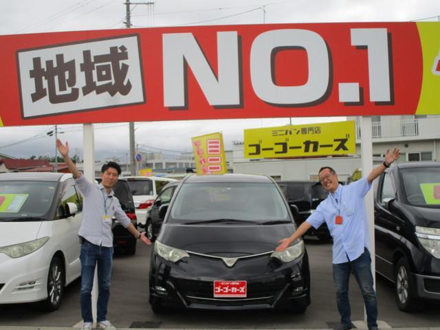 13.営業チームです!探しているお車があれば何でもご相談ください♪元気な2人が陽気にお出迎えします!(笑)