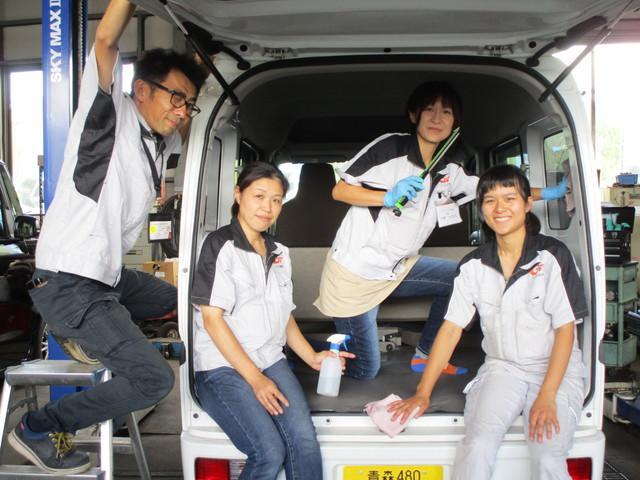 19.仕上げ・洗車チームです!普段見えない部分まで徹底的に洗浄・除菌・消臭しています!仕上がりにはご満足頂けると思います!!