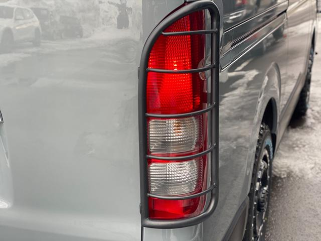 ロングスーパーGL 関東仕入れ 自社オールペンセメントグレー 下部マッドブラック 15インチアルミマットタイヤ インナーブラックヘッドライト LEDヘッドランプ LEDフォグ グリルガード テールガード(20枚目)
